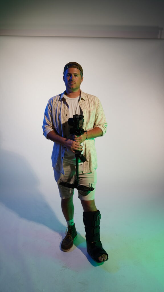 Luke Kostka wearing a cast